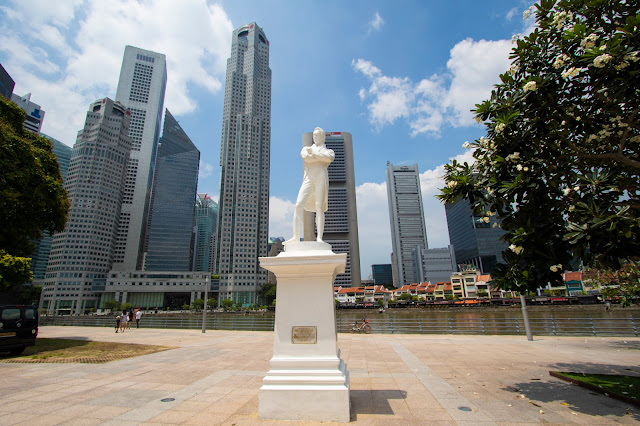 Statua di Raffles-Padang (quartiere coloniale)-Singapore