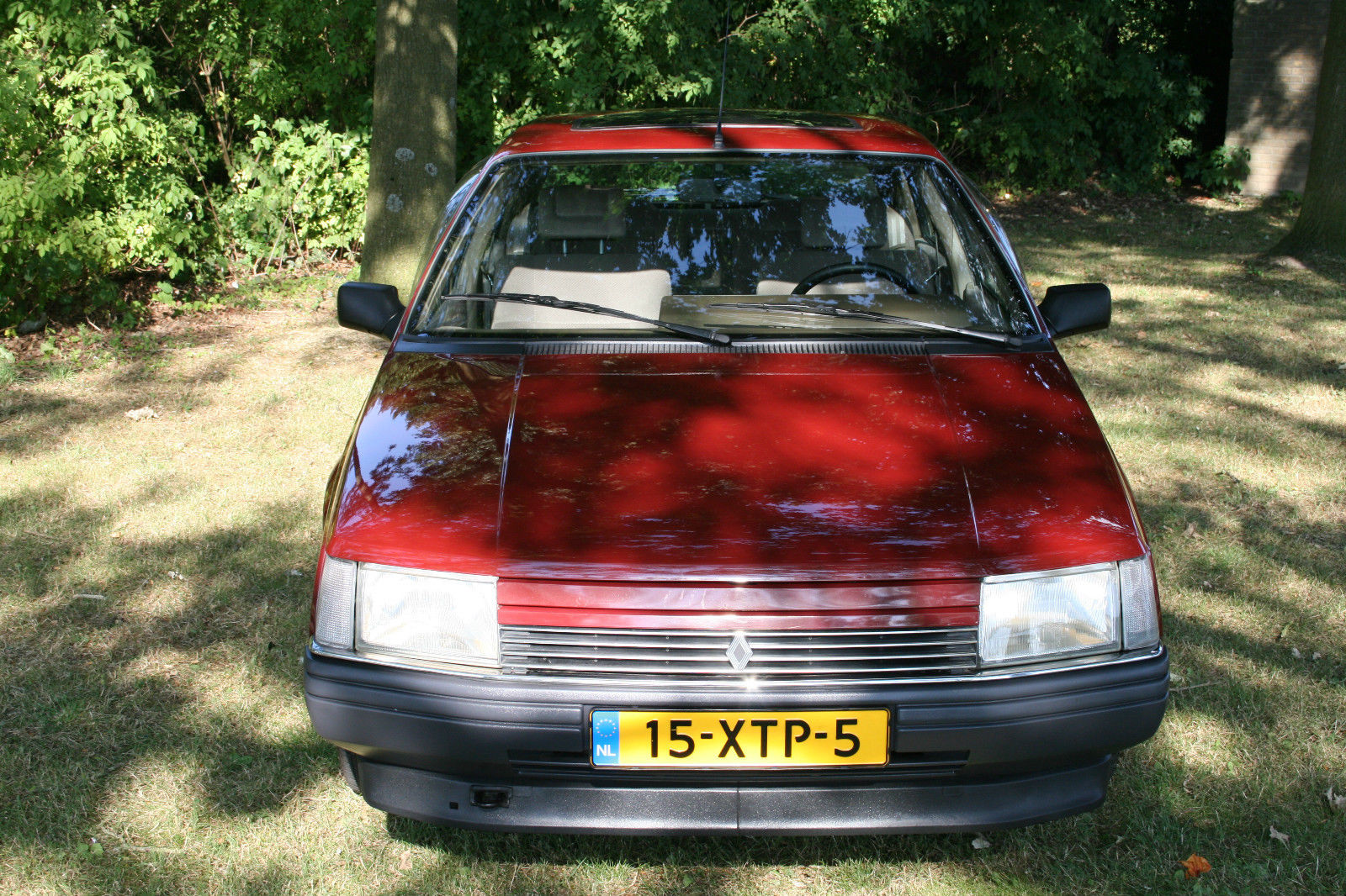 A 1986 Renault 25 Gtx With Only 7k Miles Resides In
