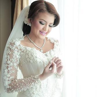 Model Gaun Pesta Kebaya Putih Terbaru Ivan Gunawan
