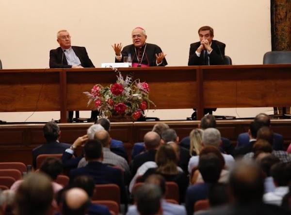 El Obispado de Córdoba invita a más de 60 hermandades a una exposición magna en la Catedral