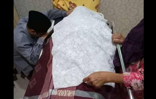 Bunda Ustaz Abdul Somad dikabarkan meninggal dunia di Pekanbaru, Senin (18/3/2019) pagi ini. Menurut rencana, almarhumah akan dimakamkan di kampung halamannya di Kisaran, Sumatera Utara.