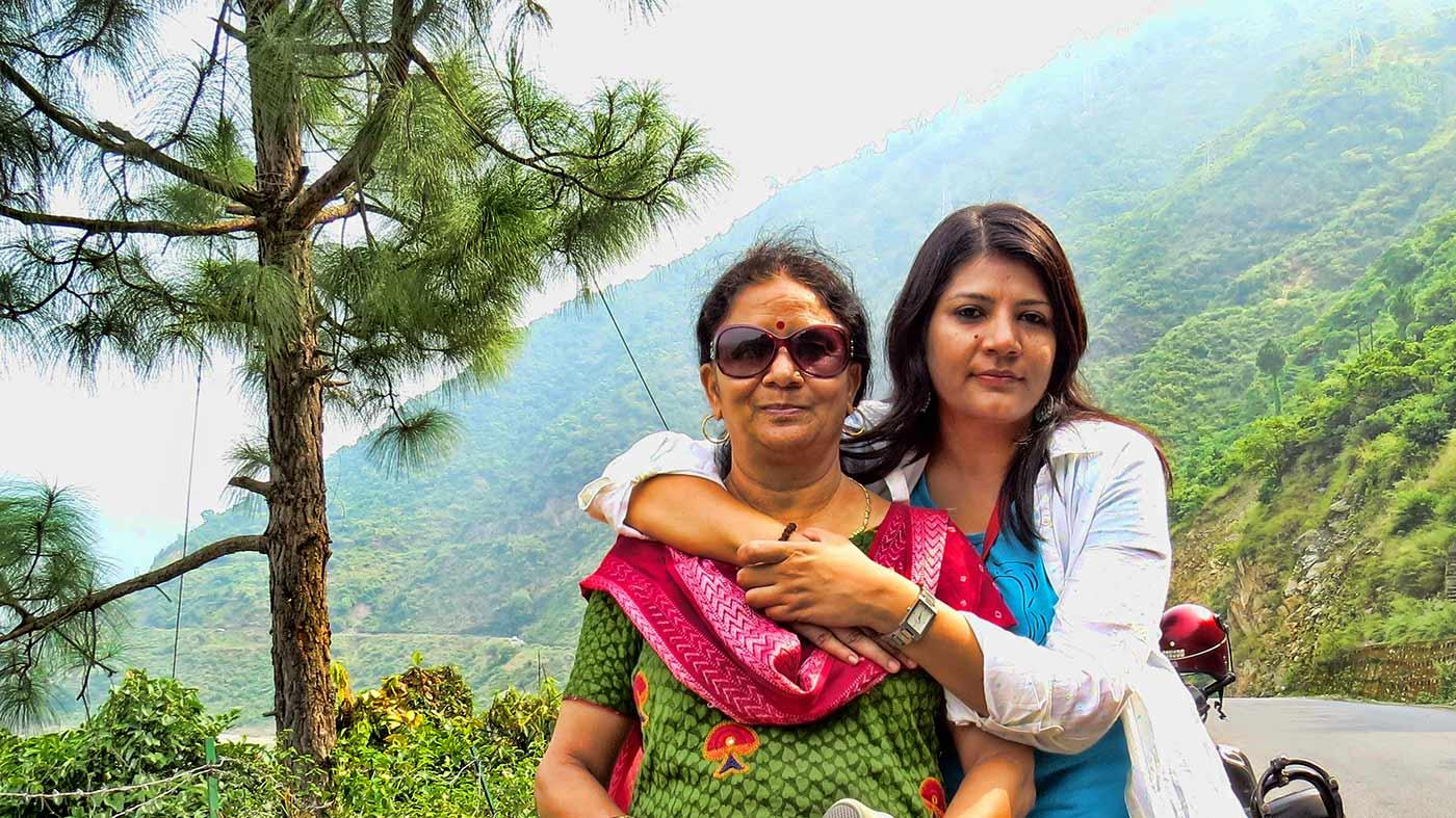 गीता मौसी के साथ इरा टाक