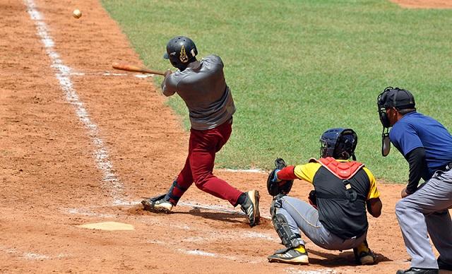 La representación del municipio de Songo-La Maya, doble monarca vigente de la Serie Provincial de Béisbol de Santiago de Cuba, dejó bien claro que está en condiciones de pelear su trono al doblegar tres juegos a uno a la novena de Guamá