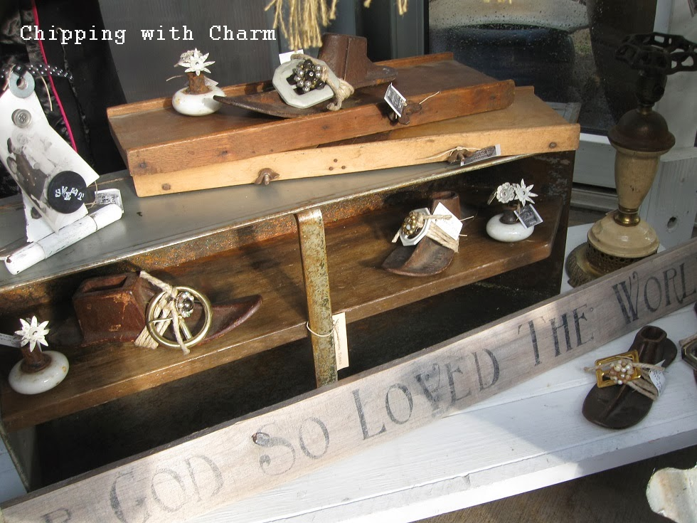 Chipping with Charm: JunkMarket Trunk Show...http://www.chippingwithcharm.blogspot.com/