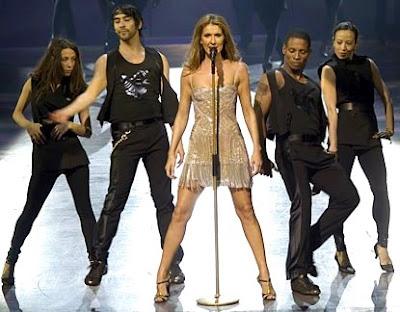 Foto de Céline Dion cantando en concierto