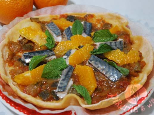 Pizza en sartén de caballa y naranja