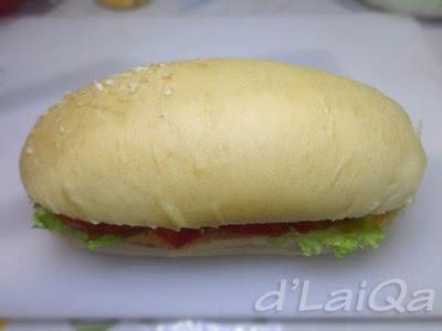 tutup dengan bagian atas roti