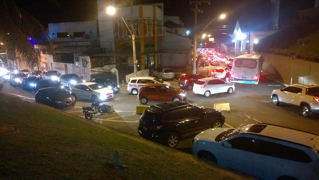 Um caos diário na rua Bartholomeu de Gusmão