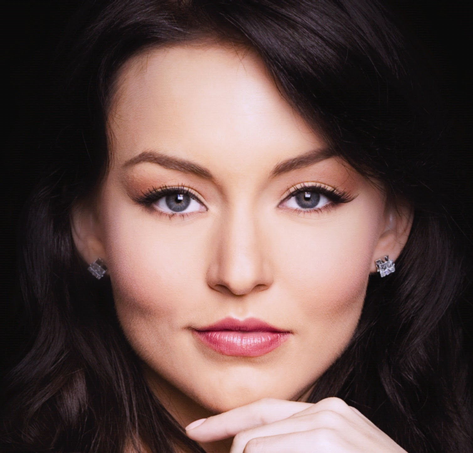 Hollywood Actress Wallpaper: Angelique Boyer HD Wallpapers