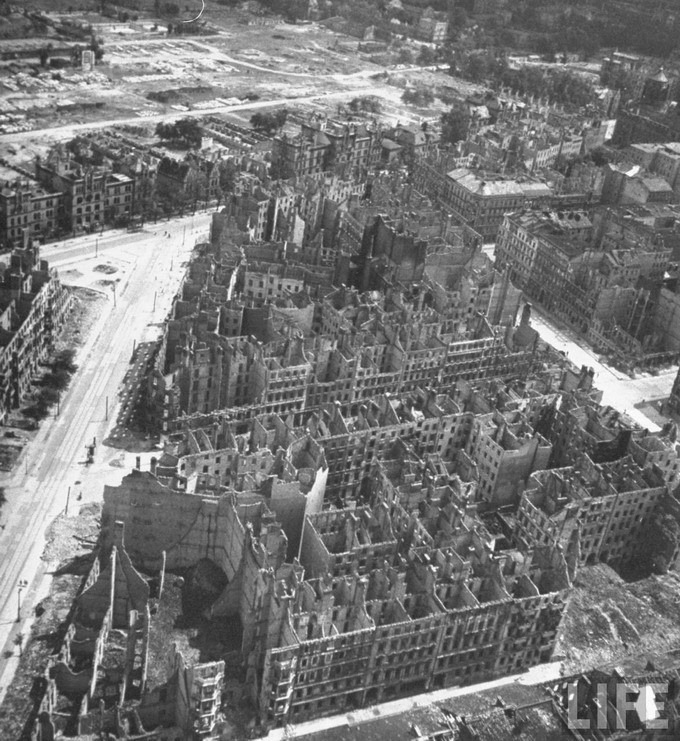 Old photos of berlin after world war ii vintage everyday for How many homes were destroyed in germany in ww2