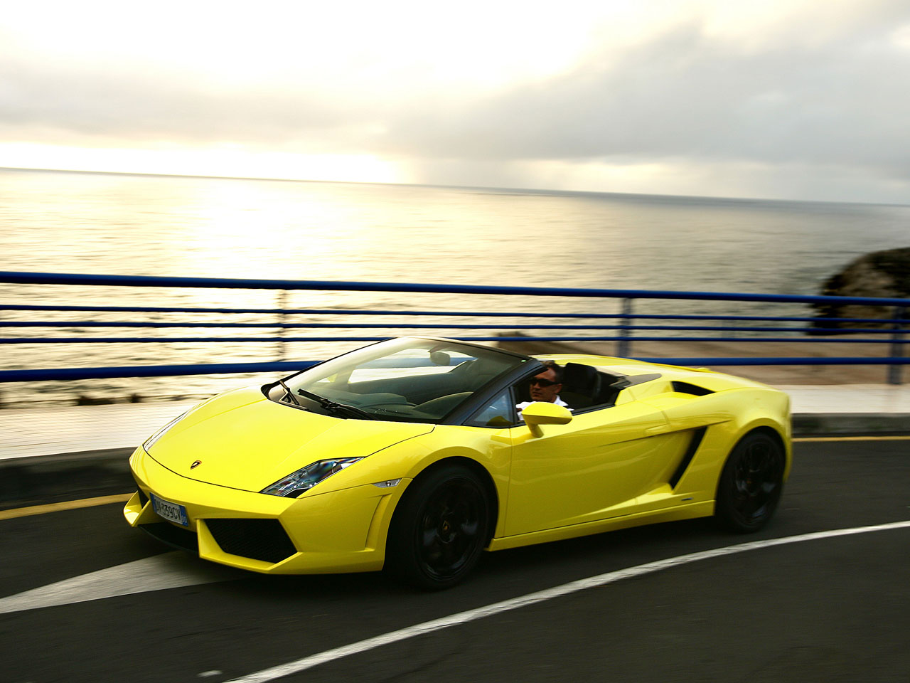 HD-car Wallpaper...Yellow Lamborghini Gallardo Wallpaper