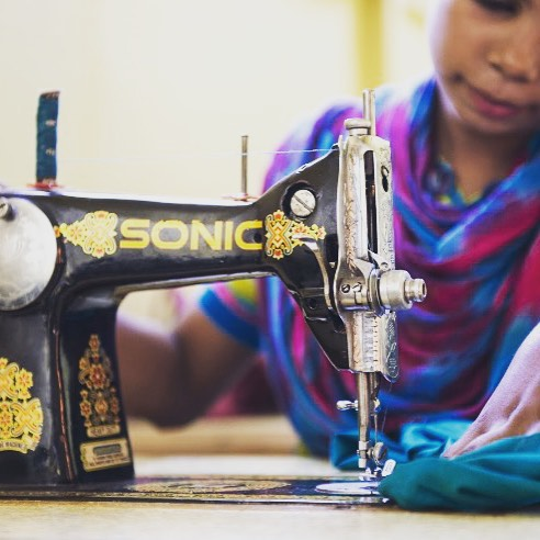 Pakistani women learning to sew at Shalom Institute #TOH #brandpartner
