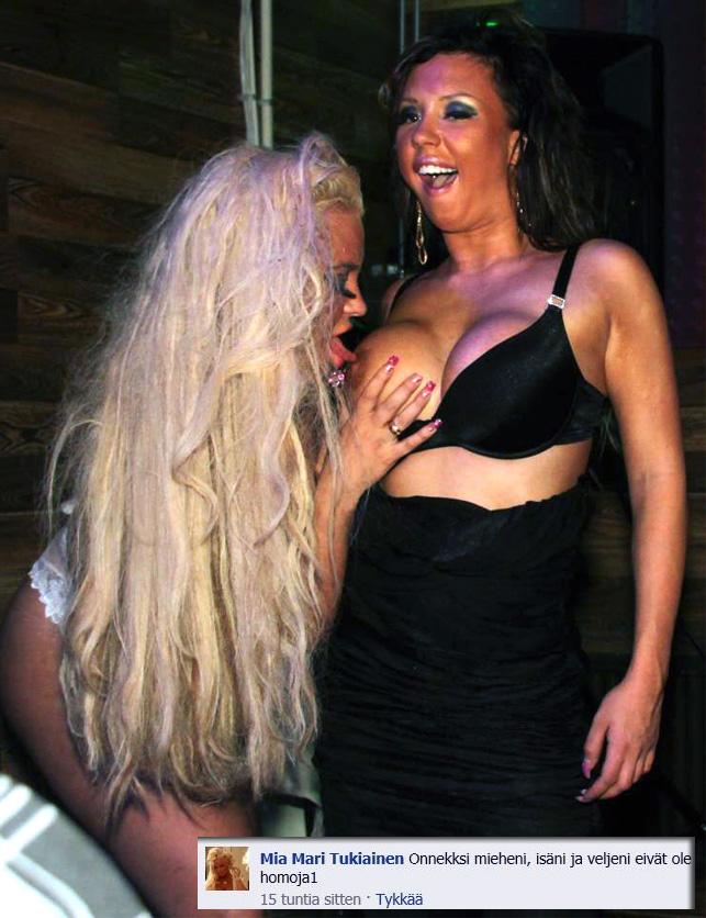 naurunappula alaston nainen paljas pillu