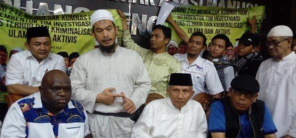 """Penghina Komisoner Komnas HAM Natalius Pigai Memakai Simbol 'Aku Pancasila, Aku Indonesia'"""