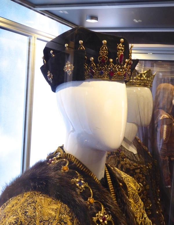 Assassins Creed King Ferdinand crown
