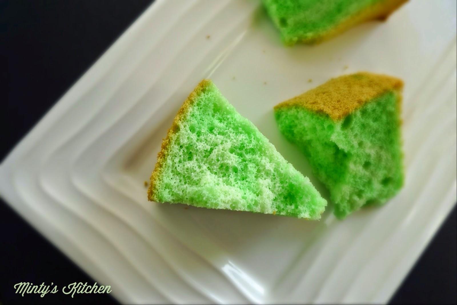 Pandan Chiffon Cake ( 班兰戚风蛋糕 )