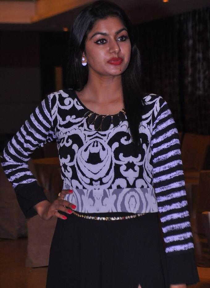 Sai Akshatha At Zee Telugu Apsara Awards 2017 In Blue Dress