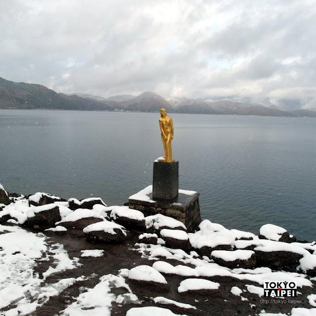 【辰子像】田澤湖的美麗風景 金黃美女像映著清澈湖面