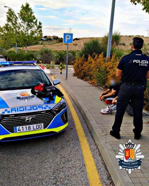 Policía local y vigilantes de seguridad detienen a  dos jóvenes en las inmediaciones del CC Xanadú por robo con violencia