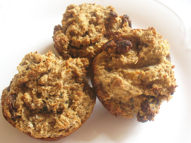 vegan applesauce raisin muffins