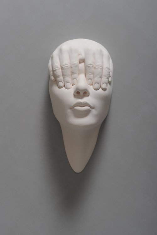 Johnson Tsang esculturas bizarras surreais mentes abertas sonhos lúcidos porcelana cerâmica rostos cabeças