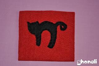 Inspiracje na Halloween filcowa podkładka z kotem