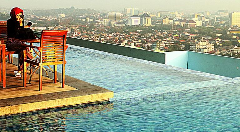 Menginap Di Star Hotel Semarang Menikmati Kolam Renang Tertinggi Di