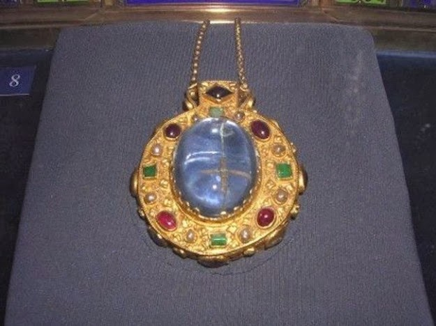 Resultado de imagen de ZAFIRO  el talismán de Carlo Magno