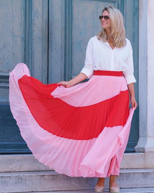 alice+olivia skirt, white shirt, back to school looks, back to work outfit, maxi skirt, statement skirt, denim cut offs, denim skirt and shirt,