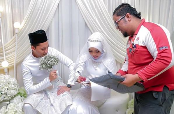 Postman Interrupted Wedding/Buzzooks
