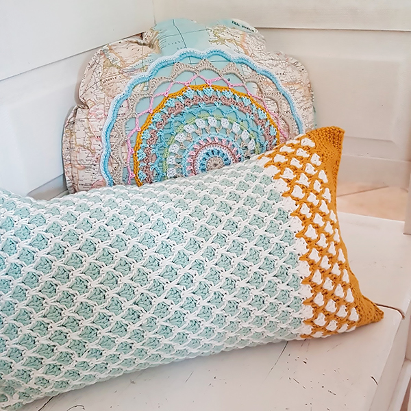 Crochet pillows by Bydoor1