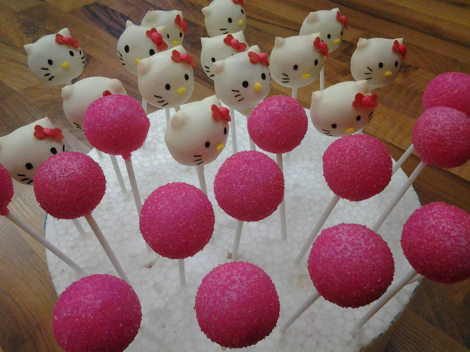 hello kitty cake pops - photo #29