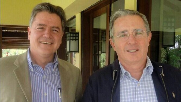 Todos son desechables para Uribe. Juan Carlos Vélez y Álvaro Uribe. Fuente: https://todaslassombras.blogspot.com.co/2016/10/todos-son-desechables-para-uribe.html