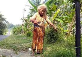 Nenek Suparni di usia 117 tahun