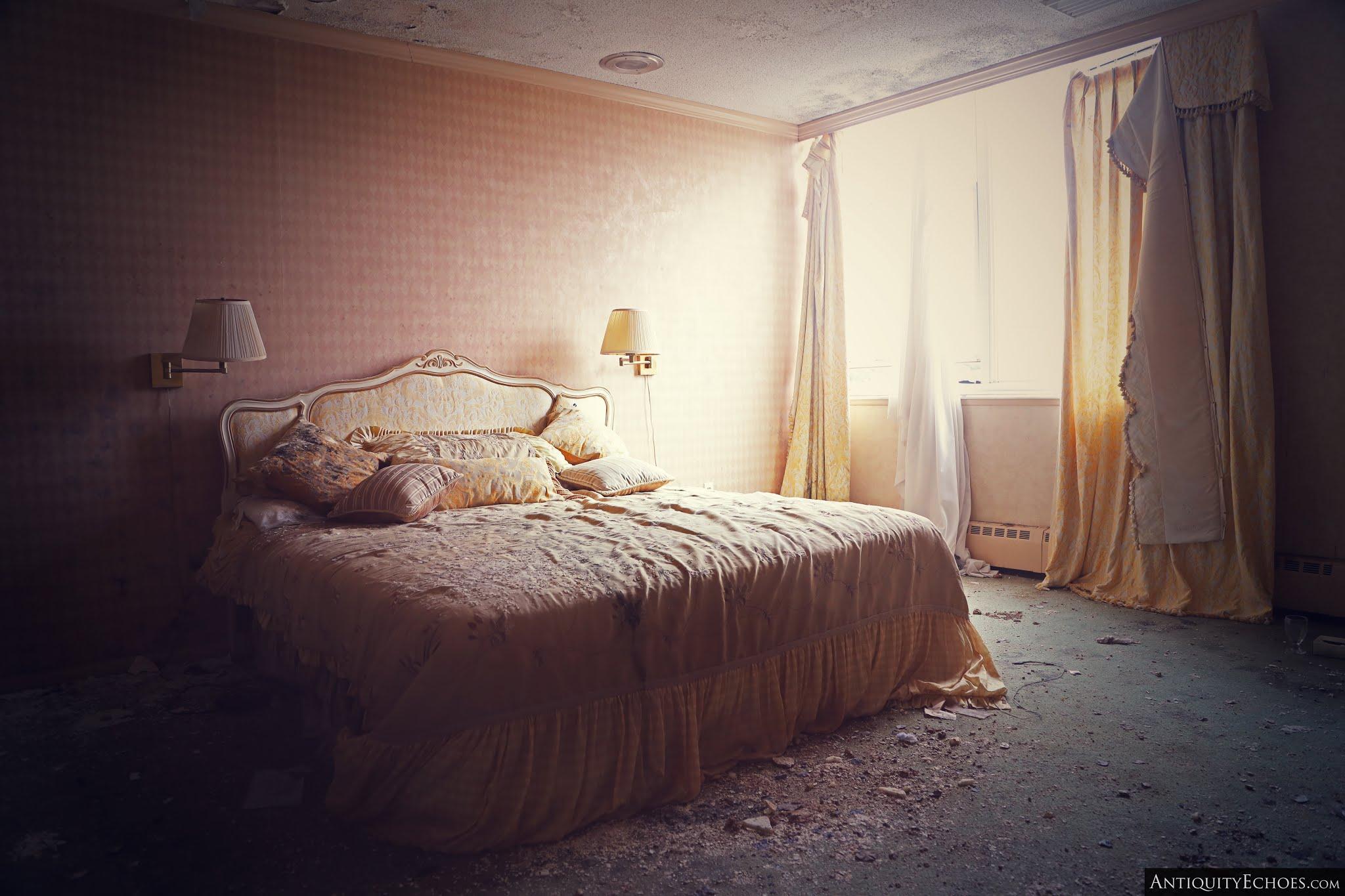Nevele Grande - Ornate Master Bedroom in Decay