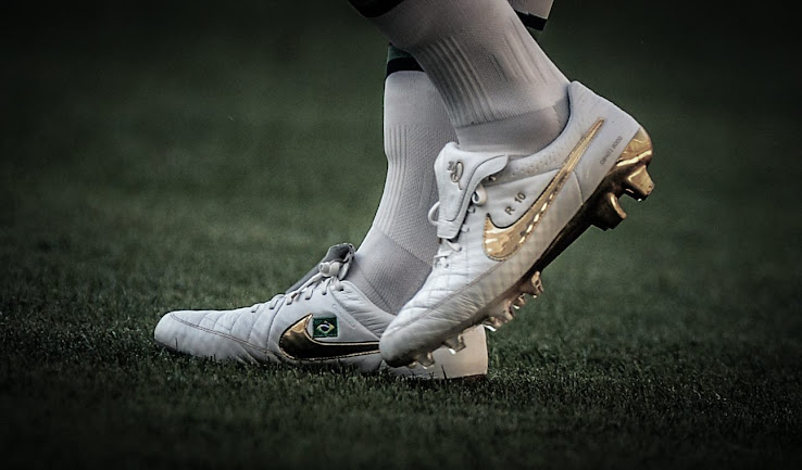 finest selection 4b0d6 f85fe Ronaldinho Debuts Nike Tiempo Legend Ronaldinho 'Touch of ...