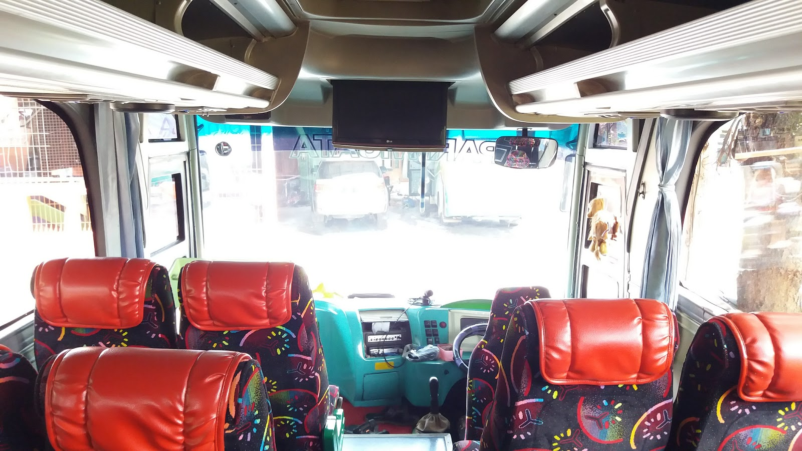 Rental Bus Medium Seat 31