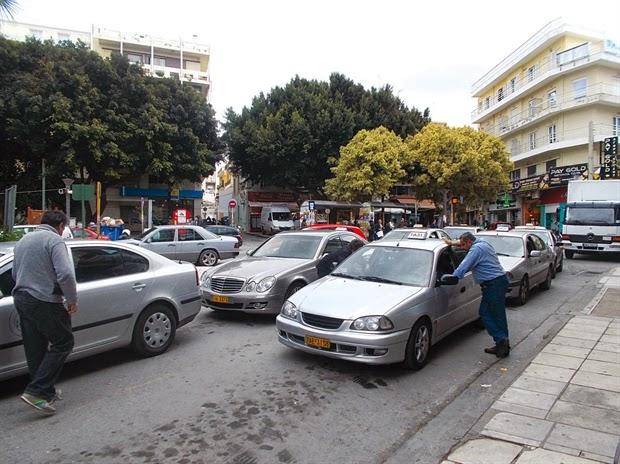 Αποτέλεσμα εικόνας για στην πιάτσα των ταξί γκρι