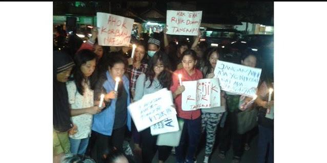 Pendukung Ahok Bersikeras Mau Bermalam Di Depan Mako Brimob