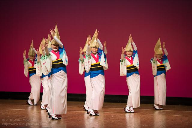 東京新のんき連、セシオン杉並まつりの舞台踊り、女踊りの写真 2