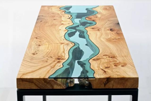 Meja seolah ada air