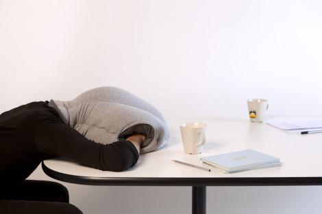 ostrich pillow, almohadón, cojin, dormir, ideas útiles