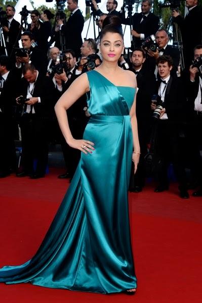 Aishwarya Rai in amazing teal Gucci Première in Cannes 2013