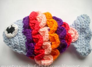 http://mientrascuchufletaduerme.blogspot.com.es/2013/10/patron-de-un-pez-amigurumi.html