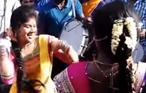 2 Tamil Girls Marana Kuthu dance in public – viral video