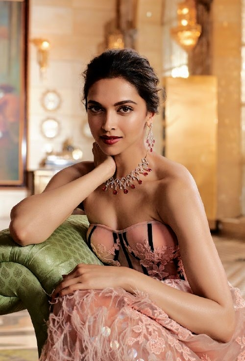 Deepika-Padukone-tanishq-jewellery-photoshoot-Queen-of-heart-2016-01