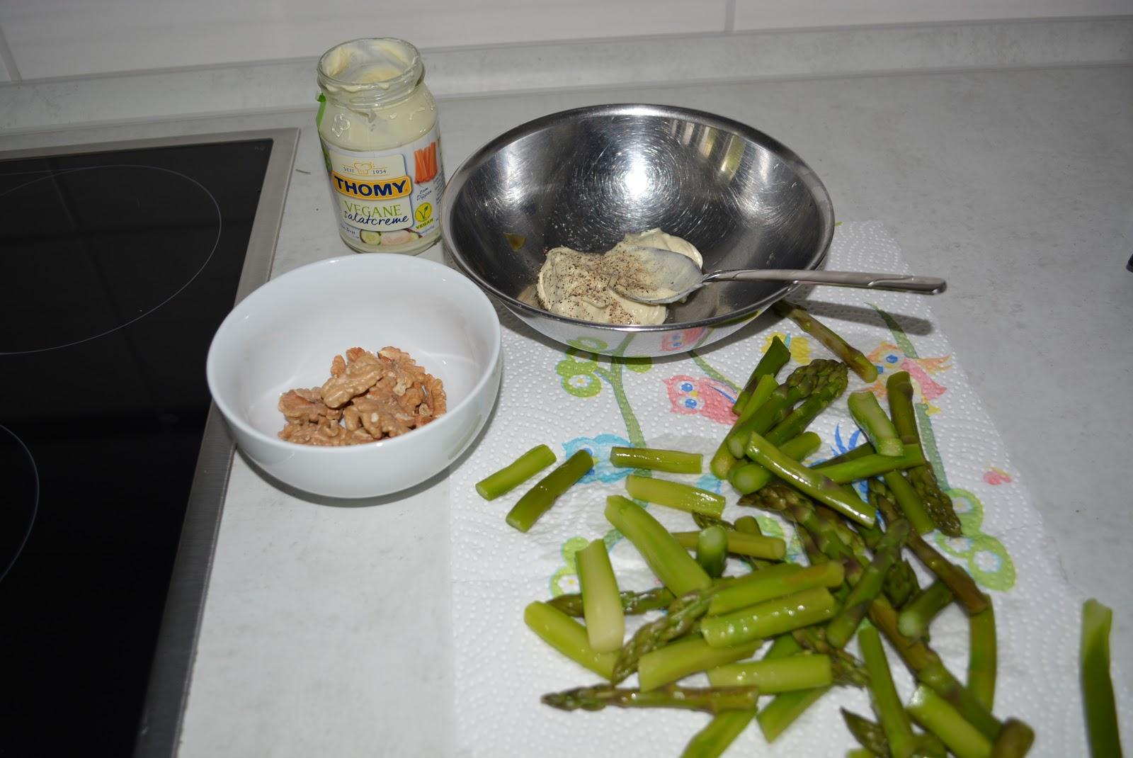 Nach ostern eier brig wie w re es mit gr ner spargelsalat mit waln ssen und ei - Eier kochen wachsweich ...