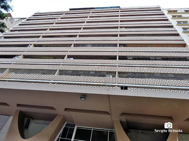 Perspectiva inferior da fachada do Edifício Galeria Califórnia - Centro - São Paulo