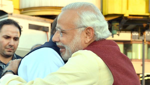 nawaz-sharif-and-narendra-modi-smiles-at-each-other