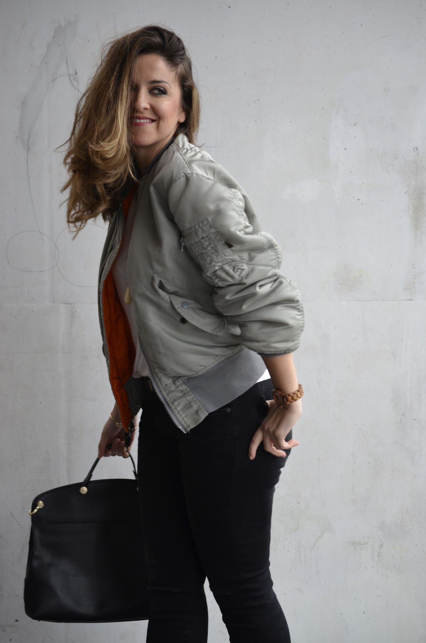 look-wearing-bomber-women-alpha-industries